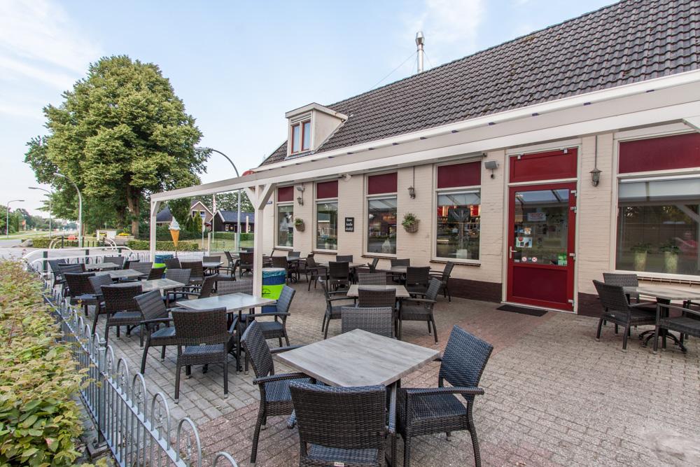 Terras Cafetaria 't Kruuspunt Nieuw-Dordrecht